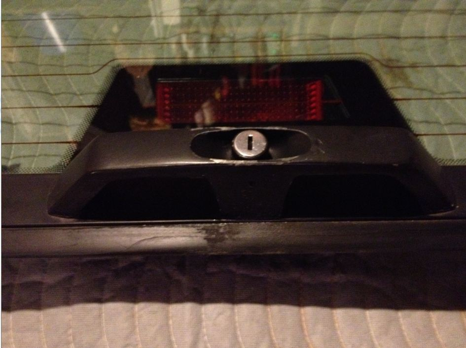 Range Rover Parts >> RRC Upper Glass Tailgate - Practically Rust Free - Land Rover Forums : Land Rover and Range ...