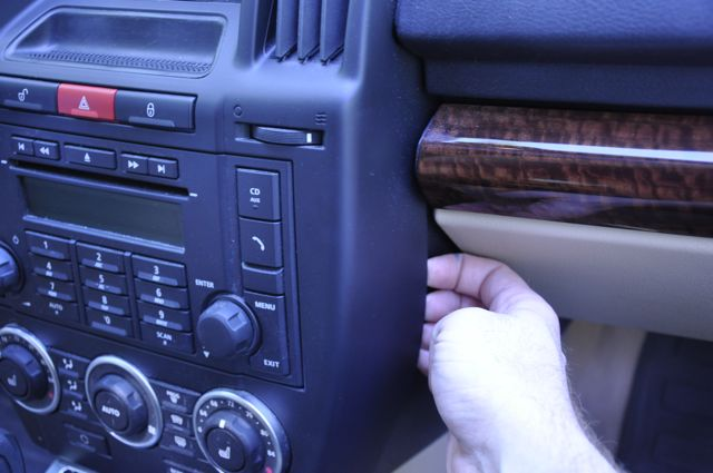 2008 LR2 After Market In-Dash Navigation-lr207.jpg