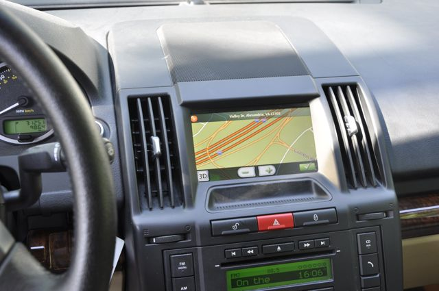 White Land Rover >> 2008 LR2 After Market In-Dash Navigation - Land Rover